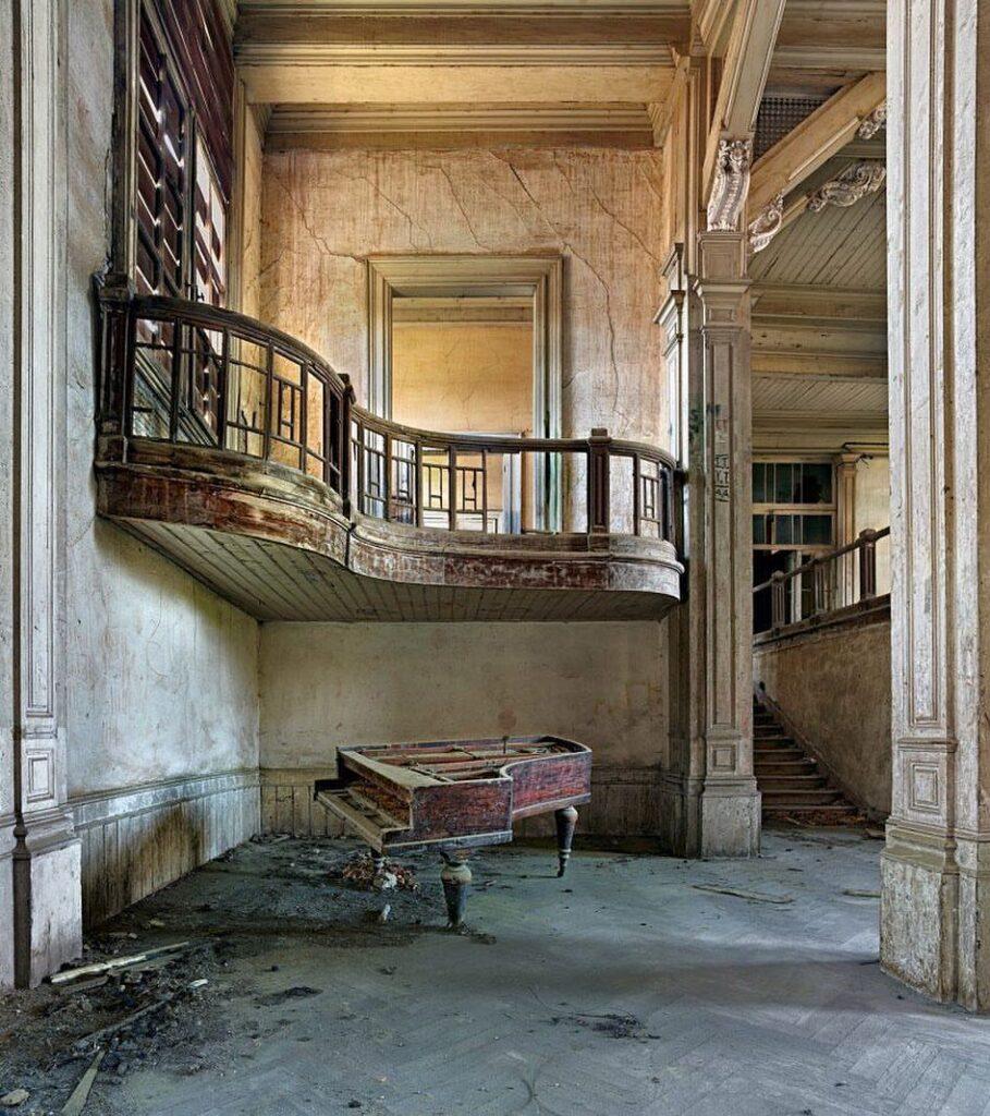 buyukada eski rum yetimhanesi piyano