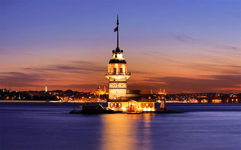 Akşam saatleri Üsküdardan kız kulesi manzarası